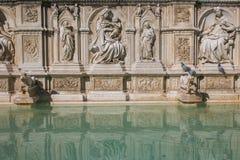 巨大的喷泉位于锡耶纳园地广场的盖亚看法  免版税图库摄影
