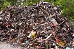 巨大的堆废金属旧货 免版税库存图片
