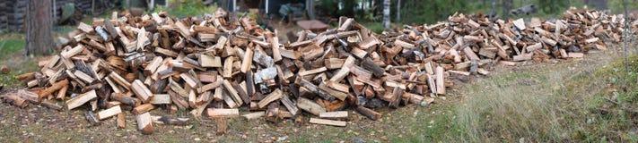 巨大的堆木柴 免版税库存照片
