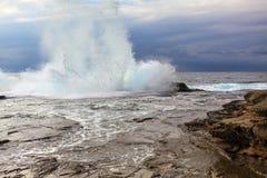 巨大的多暴风雨的天气海洋飞溅 图库摄影