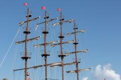 巨大的帆船帆柱和风帆  免版税图库摄影