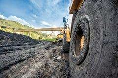 巨大的机器使用对煤炭挖掘 库存照片