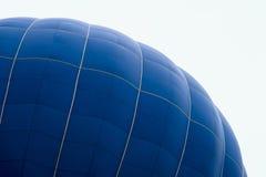 巨大的气球特写镜头的半球的上部 现代背景生活、风险和冒险的明亮的片刻 图库摄影
