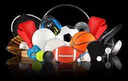 巨大的汇集堆体育球适应从各种各样的体育概念深黑色背景的设备 免版税库存图片