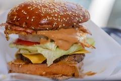 巨大的汉堡 库存图片