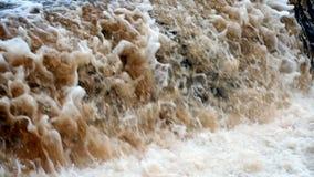 巨大的瀑布接近 影视素材