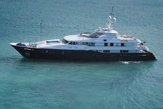 巨大的豪华游艇在圣托马斯中水域  库存图片