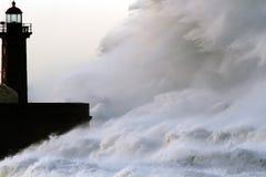 巨大的风雨如磐的通知 免版税库存照片