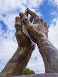 巨大祈祷在口头罗伯特大学递雕塑在俄克拉何马-土尔沙-俄克拉何马- 2017年10月17日 免版税库存图片