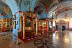 巨大装饰和内部在假定大教堂里面阿斯特拉罕克里姆林宫的疆土的 免版税库存图片