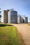 巨大,银色,发光的农业筒仓 图库摄影