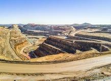 巨大,露天开采矿矿鸟瞰图  库存图片