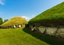 巨石段落坟茔, Knowth,爱尔兰 免版税库存照片