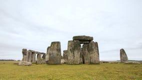 巨石阵古老史前石纪念碑的伟大用英语威尔特郡 惊人的自然岩石基础 免版税图库摄影