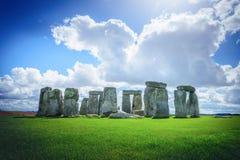 巨石阵在蓝天的一座古老史前石纪念碑 库存照片