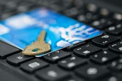 巩固网上付款的信用卡 免版税库存照片