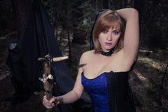 巫婆女孩在森林里 免版税库存图片