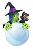 巫婆恶意嘘声和水晶球 免版税库存照片