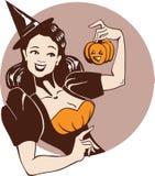 巫婆服装的女孩用南瓜 免版税库存图片