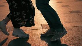 已婚夫妇的跳舞脚 影视素材