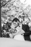 已婚夫妇黑白照片  免版税库存图片