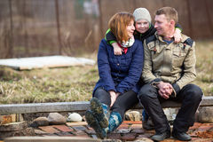 已婚的年轻人夫妇与一个年轻儿子 免版税库存照片