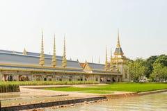 已故的国王普密蓬・阿杜德站立高在萨娜姆Luang在皇家火葬场2017年11月04的嗯的日 图库摄影