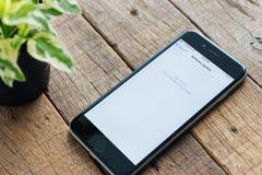 已经关闭iPhone屏幕更新软件到ios 10 免版税库存照片