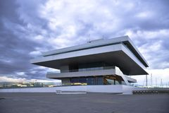 巴伦西亚,西班牙- 2016年1月20日:在巴伦西亚港的Fodereck大厦  第33个美国` s杯航行事件的家 免版税图库摄影