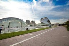 巴伦西亚,西班牙- 2017年11月15日:Turia河庭院Jardin del Turia,休闲和体育区域 步行步行方式 免版税库存照片