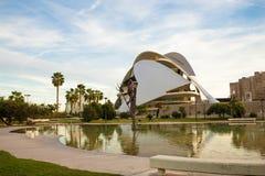 巴伦西亚,西班牙- 2017年11月15日:Turia河庭院Jardin del Turia,休闲和体育区域 步行步行方式 图库摄影