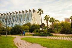 巴伦西亚,西班牙- 2017年11月15日:Turia河庭院Jardin del Turia,休闲和体育区域 步行步行方式 库存图片