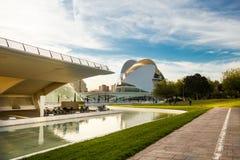 巴伦西亚,西班牙- 2017年11月15日:Turia河庭院Jardin del Turia,休闲和体育区域 步行步行方式 库存照片