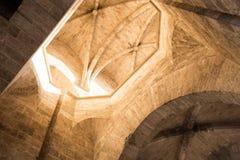 巴伦西亚,西班牙- 2017年11月15日 中世纪Serranos在历史的巴伦西亚,西班牙耸立城市门 库存照片
