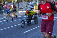 巴伦西亚,西班牙- 12月02:赛跑者在轮椅2018年12月18日竞争在XXXVIII巴伦西亚马拉松在巴伦西亚, 免版税库存图片