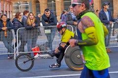 巴伦西亚,西班牙- 12月02:赛跑者在轮椅2018年12月18日竞争在XXXVIII巴伦西亚马拉松在巴伦西亚, 免版税库存照片