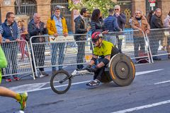 巴伦西亚,西班牙- 12月02:赛跑者在轮椅2018年12月18日竞争在XXXVIII巴伦西亚马拉松在巴伦西亚, 免版税图库摄影