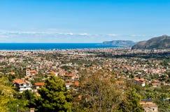 巴勒莫市全景和地中海沿岸航行  库存照片