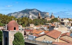 巴勒莫都市风景的顶视图,西西里岛 免版税库存照片