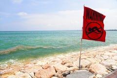 巴厘岛印度尼西亚没有swmming的警告 免版税库存照片