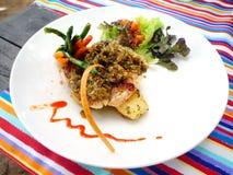巴厘岛咖啡馆盘鱼 免版税图库摄影