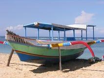 巴厘岛小船捕鱼 库存照片