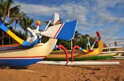巴厘岛小船特写镜头五颜六色的捕鱼 免版税库存图片