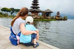 巴厘岛母亲儿子 免版税库存照片