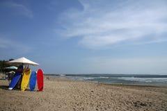 巴厘岛海滩印度尼西亚kuta冲浪板 免版税库存图片