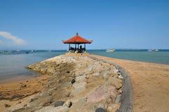 巴厘岛海滩小屋凝思sanur 库存图片