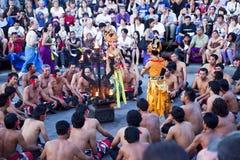 巴厘岛舞蹈黄昏印度尼西亚kecak恍惚 库存图片