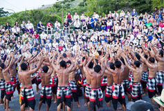 巴厘岛舞蹈黄昏印度尼西亚kecak恍惚 免版税库存图片