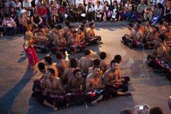 巴厘岛舞蹈黄昏印度尼西亚kecak恍惚 免版税库存照片