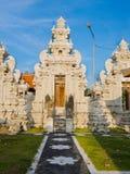 巴厘岛,印度尼西亚- 2017年3月11日:一个Indu寺庙的入口在Ubud,在巴厘岛海岛,位于印度尼西亚 免版税库存图片